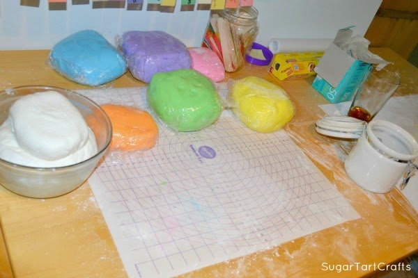 Coloring the Marshmallow Fondant